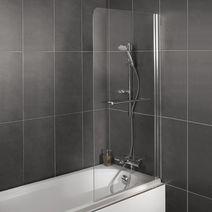 une salle de bain qui permet de concilier bain et douche. Black Bedroom Furniture Sets. Home Design Ideas