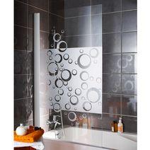 fans de la cabine de douche vs adeptes de la baignoire. Black Bedroom Furniture Sets. Home Design Ideas