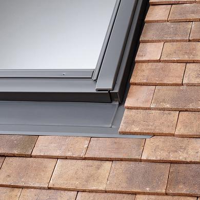 Fen tre de toit fen tres lapeyre for Dimension fenetre de toit standard