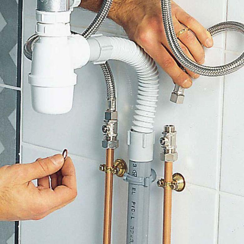 comment installer un raccord de nettoyage en PVC