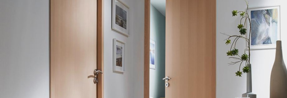 les portes int rieures contemporaines d cor bois. Black Bedroom Furniture Sets. Home Design Ideas