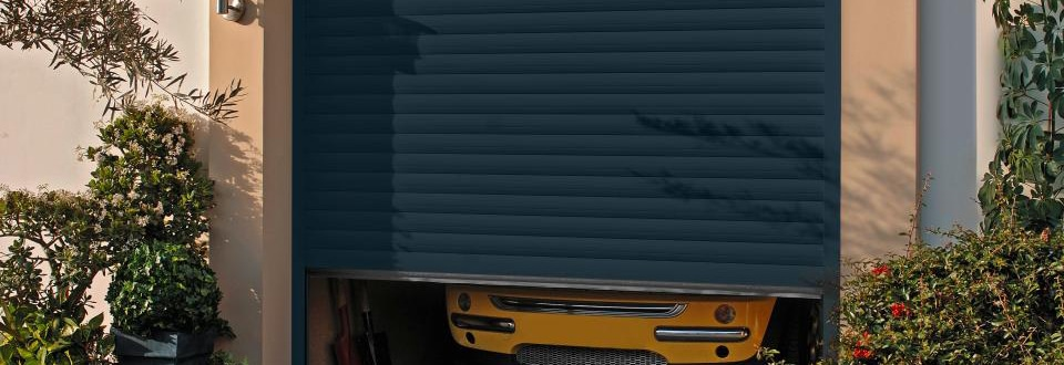 Les portes de garage enroulables - Kit isolation porte garage ...