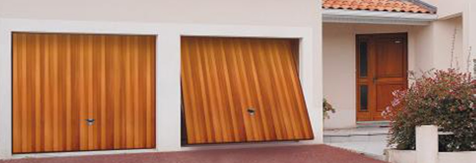 Les types d 39 ouvertures de porte de garage for Lapeyre porte accordeon