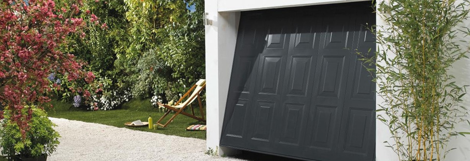 Une porte de garage standard ou sur mesure for Fabricant porte de garage sectionnelle