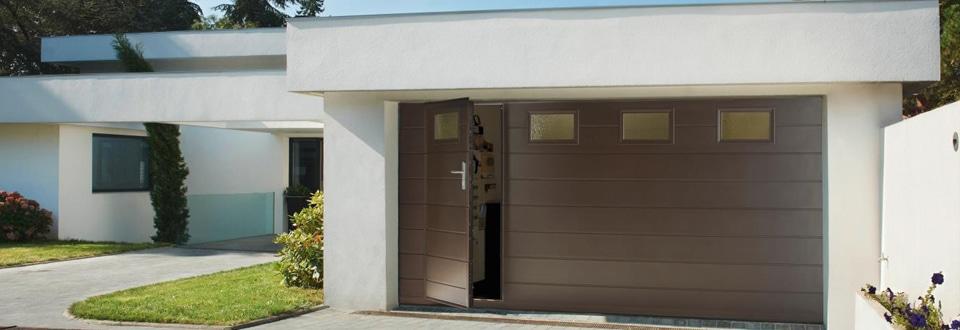 porte de garage sectionnelle avec portillon lapeyre. Black Bedroom Furniture Sets. Home Design Ideas