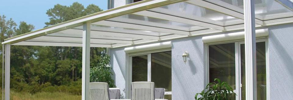 une terrasse lumineuse avec les stores bannes et les tonnelles. Black Bedroom Furniture Sets. Home Design Ideas