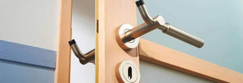 La poign e de porte anti pince doigts for Poignee de porte lapeyre