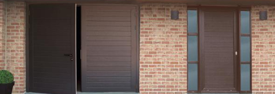 Les mat riaux des portes d entr e for Porte de garage alu 2 vantaux