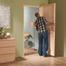 Poser une porte d int rieur for Porte interieur bois lapeyre