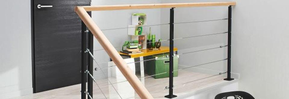 Garde Corp Bois Castorama : La balustrade au tube inox et son panneau de verre, toute en