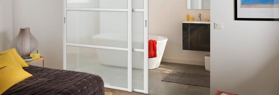 poser une porte coulissante en s paration de pi ce. Black Bedroom Furniture Sets. Home Design Ideas