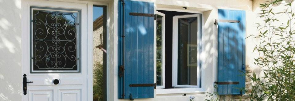 Porte int rieure volets et meubles de salle de bain en for Quelle marque de fenetre pvc choisir
