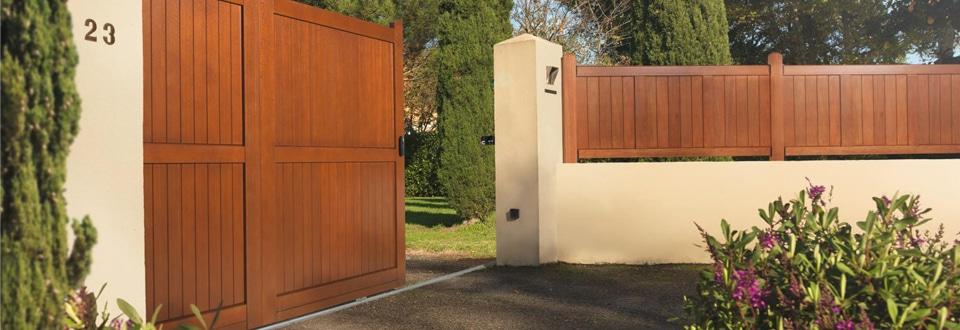 Les portails en bois - Soubassement bois lapeyre ...