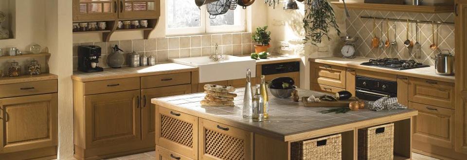 une cuisine en bois ouverte sur votre s233jour