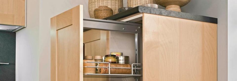 une cuisine de style avec des astuces rangement. Black Bedroom Furniture Sets. Home Design Ideas