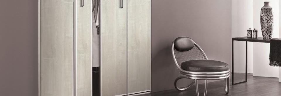 les portes de placard battantes et pliantes sur mesure. Black Bedroom Furniture Sets. Home Design Ideas