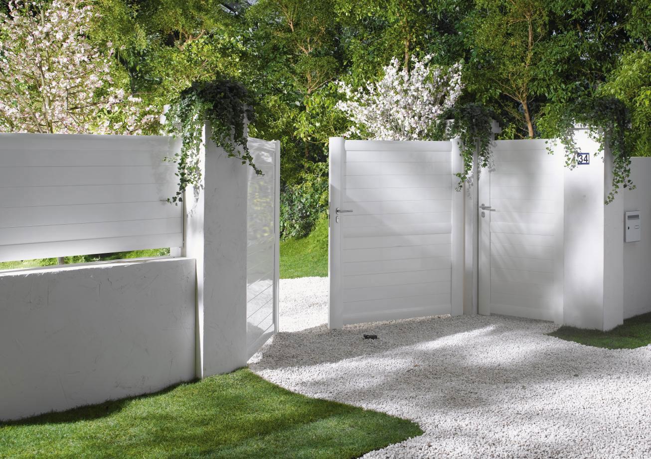 Bien choisir un portail for Petit portail de jardin en pvc