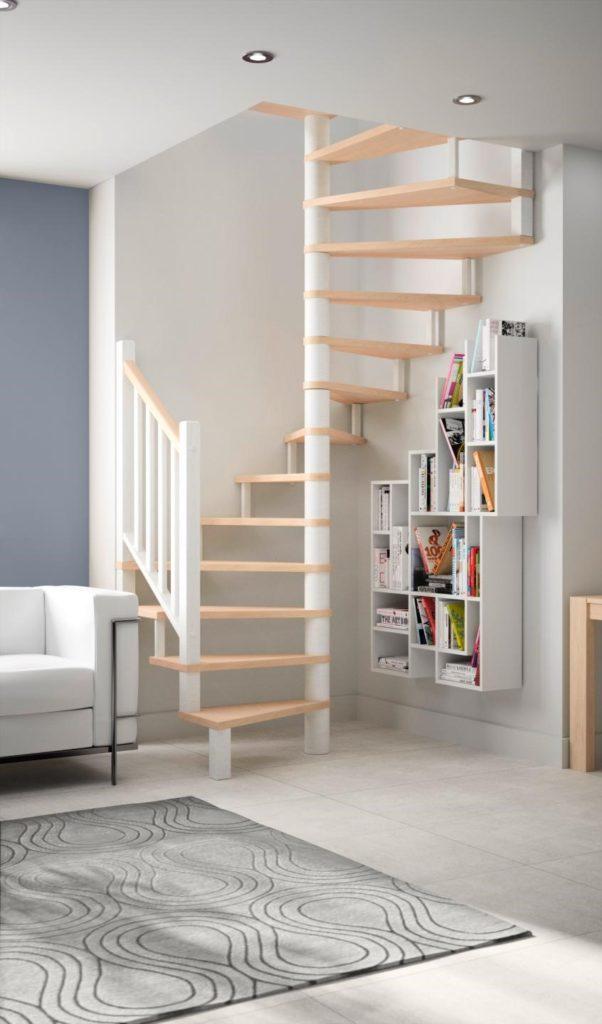Espace bibliothèque sous escalier bois et blanc